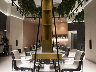 Big Premium Ladies Salon FOR SALE in Downtown Dubai