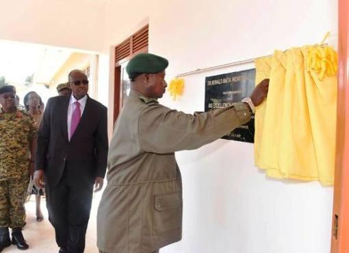 President Museveni commissioning the new Dr. Ronald Bata Hospital