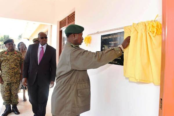 President Museveni commissioning the new Dr. Ronald Bata Hospital