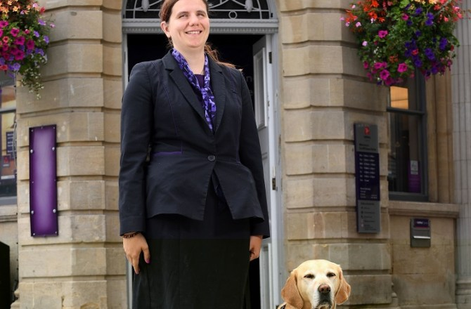 Cardiff Woman Who Lost her Sight is UK's First Blind Banker