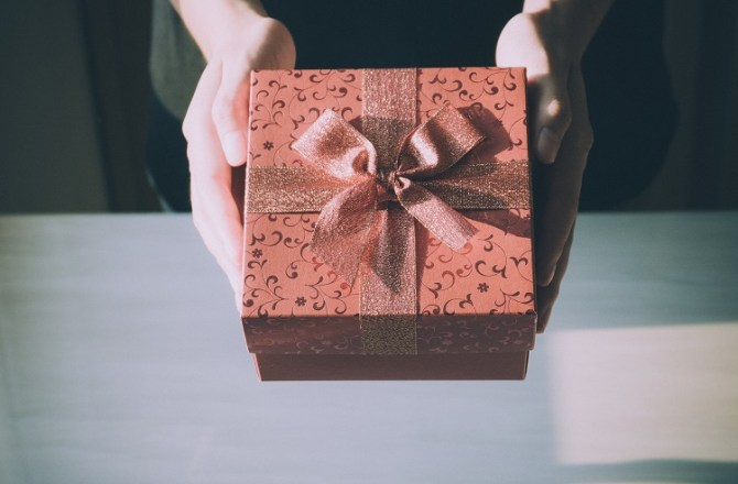 90% of Employees Don't Give Their Boss a Gift at Christmas