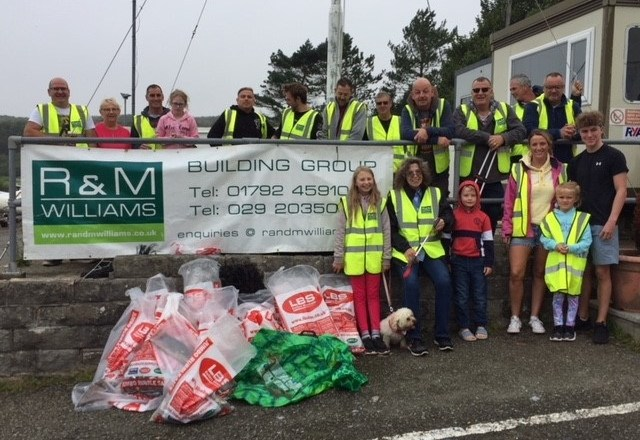 Local Building Group Clean up Pembrokeshire Beach