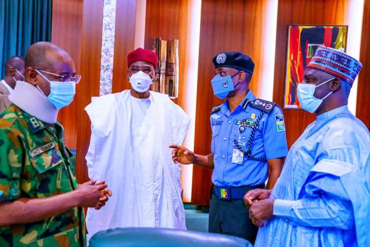 PHOTOS: Buhari Meets Service Chiefs, Others