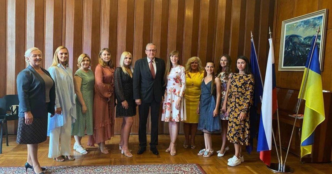 Міжнародний жіночий Business Woman Club вивчає дипломатичний протокол