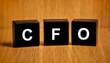 How to become CFO (Chief Financial Officer), CFO vs CEO, Roles, Responsibilities and salaries