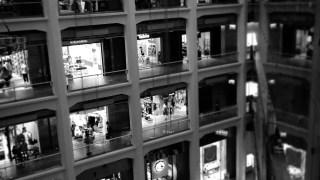 KITTE東京で撮ったモノクロ写真です