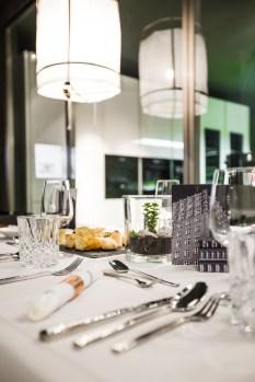 Die Tischdeko zum Thema Stadt - Foto: Gina Gorny [More Magenta Please]
