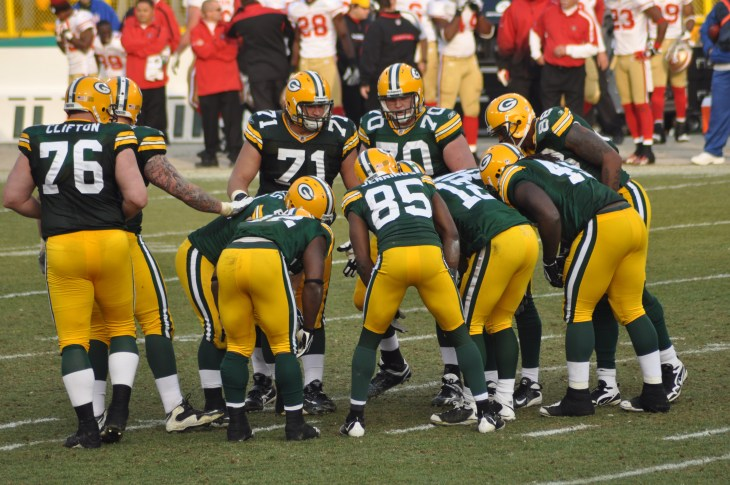 GREEN BAY, WI - NOVEMBER 22 : Green Bay Packers offense with quarterback Aaron Rodgers huddles in a game at Lambeau Field against the San Francisco 49ers on November 22, 2009 in Green Bay, WI
