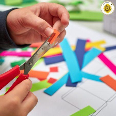kid cutting during speech crafts