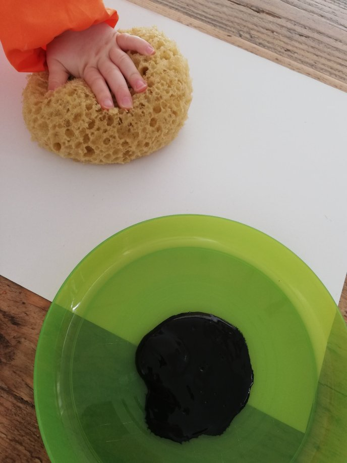 Spring Art and Craft Ideas - Sunflower - painting - collage - fine motor skills - fine motor control - creative play - messy play - waldorf inspired - learning through play - spring play - toddler ideas - get crafty - craft therapy