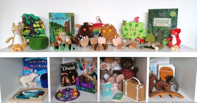Gruffalo woodland top toys toy, shelf rotation. Small world play, story sacks and bookish play ideas.Toy orgnaisation and ideas for gifts.