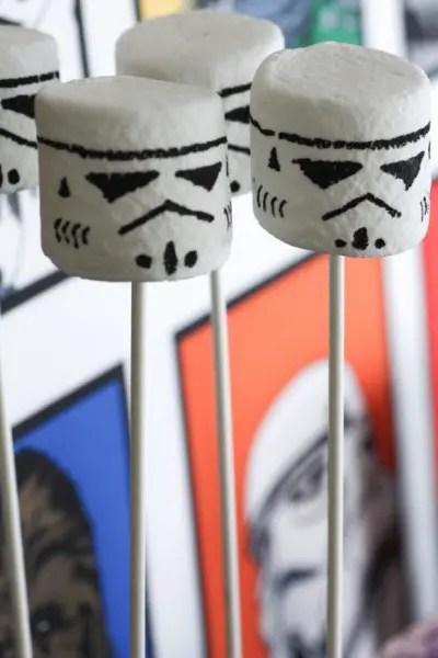 stormtrooper-marshmallow-pops2-580x870