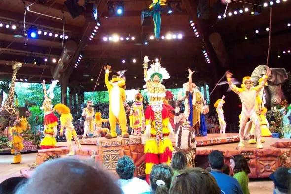 Walt Disney World Planning vs. Disneyland / by BusyMomsHelper.com / How planning a WDW vacation is different than Disneyland planning