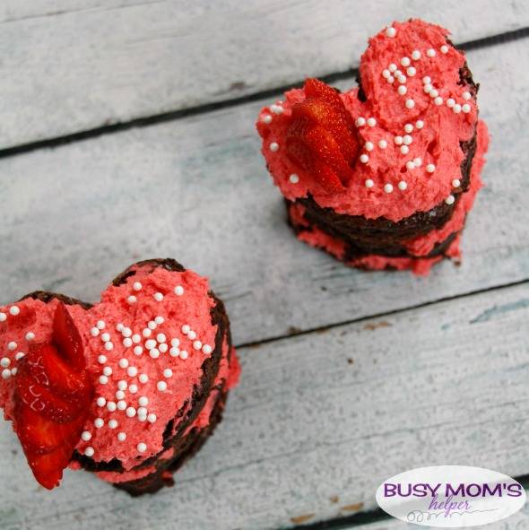 Chocolate Strawberry Brownie Cakes, a perfect Valentines Day Recipe that's simple to make! I love easy recipes that taste amazing! #Valentinesday #valentinesrecipe #holiday #holidayfood #chocolate #brownie #strawberry #dessert #easyrecipe
