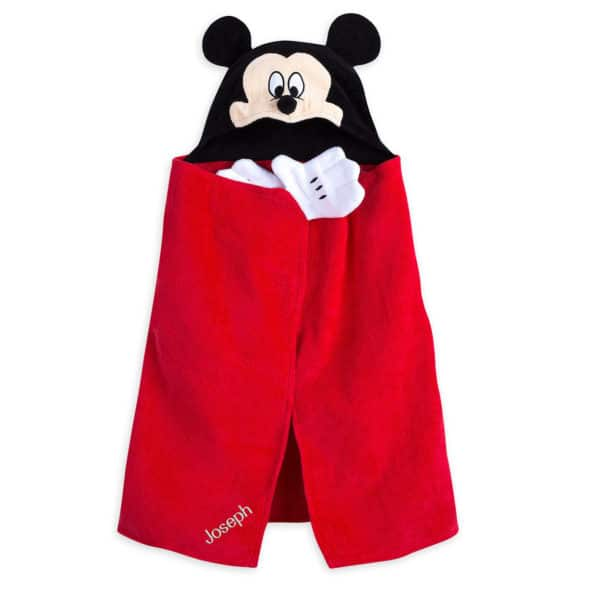 Holiday Gift Guide: Gifts for Disney Fans #holidaygiftguide #giftguide #giftideas #disneygifts #disneygiftideas #disneyfans #disney