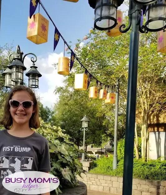 Top Disney World Selfie Spots #waltdisneyworld #wdw #magickingdom #animalkingdom #hollywoodstudios #epcot #purplewall #bubblegumwall #toothpastewall #youaremostbeautifulwall #disney