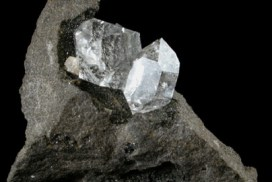 Dubbelterminerad bergkristall i matrix