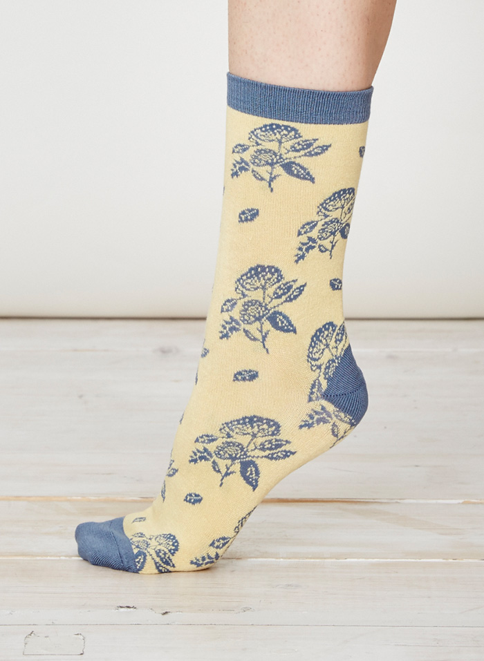 SPW216-Flora-Bamboo-Socks-Maize-Side
