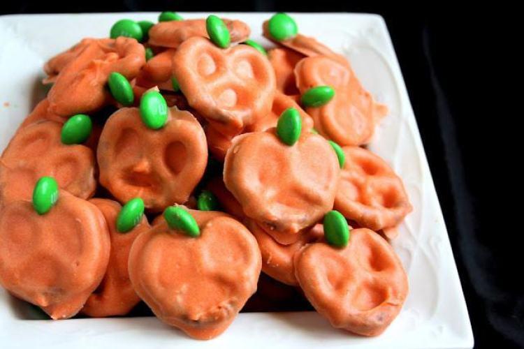 easy pumpkin pretzels