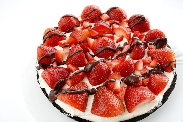 Strawberries and Cream Pie is one of those desserts that looks really fancy but only takes a few minutes to make and is absolutely delicious too!