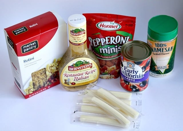 Pizza Pasta Salad is easy and is so perfect for a spring or summer party! The ingredients make an incredible flavor that everyone will enjoy!