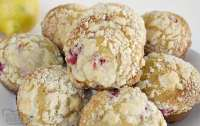 Lemon Raspberry Streusel Muffins with a lovely bright, lemon flavor and topped with a sweet buttery streusel topping. Perfect morning treat!