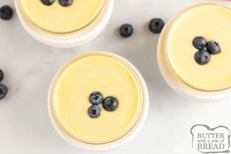 Vanilla pudding with blueberries