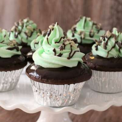 MINT CHOCOLATE CUPCAKES + BOXED CAKE MIX HACKS