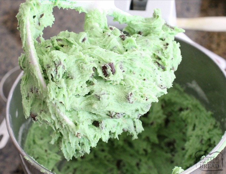 Mint Chocolate Chip Cookies made with pudding mix, mint extract & chocolate chips. Lovely cookie recipe perfect for those who love mint chip ice cream!