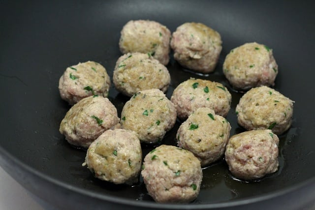 Turkey Ricotta Spinach Meatballs are so easy to make -add some marinara sauce and vegetables and serve over pasta for a deliciously well-balanced meal!