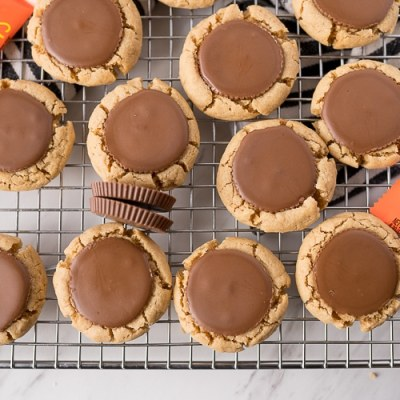 Reese's peanut butter cup cookies on the cooling rack