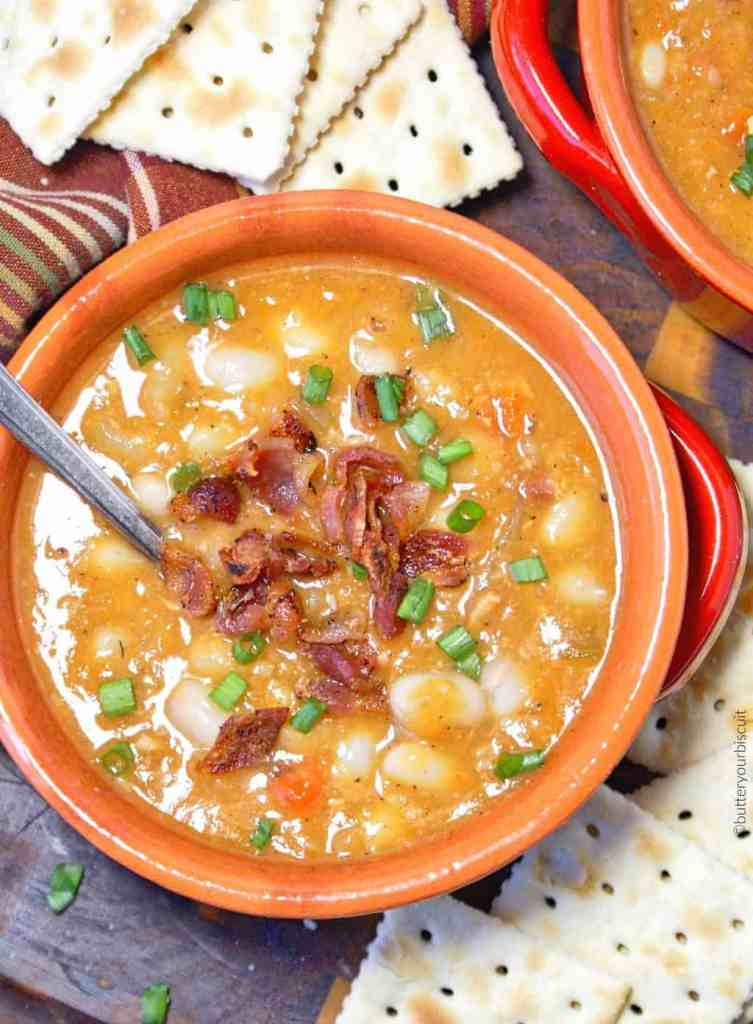 bean and bacon soup with saltine crackers