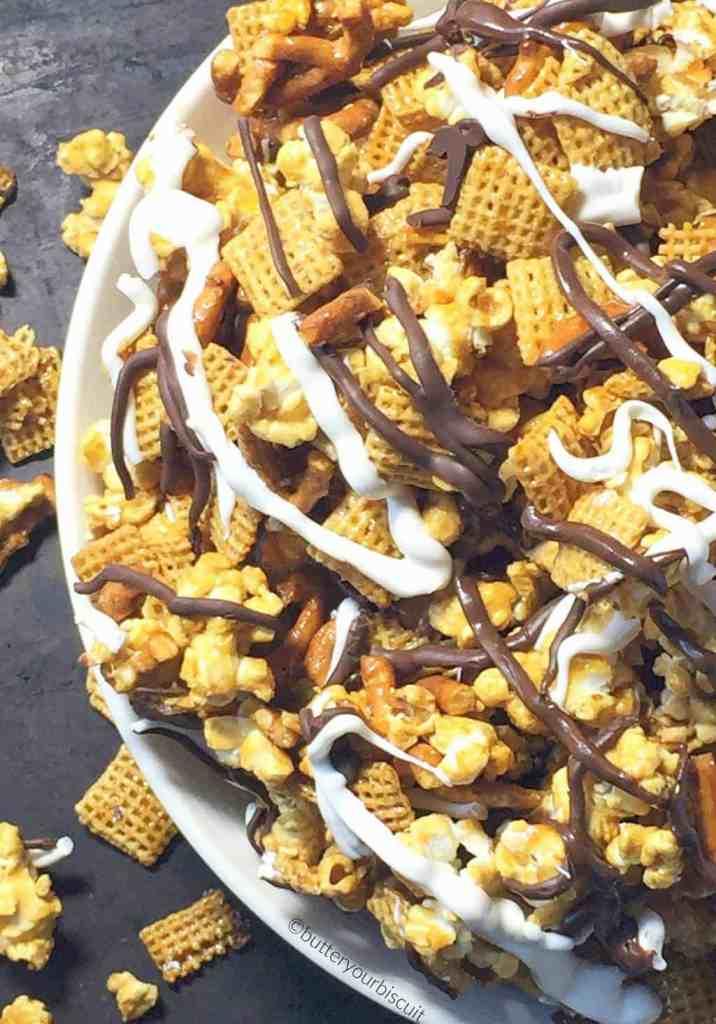 Crunchy Caramel Snack Mix