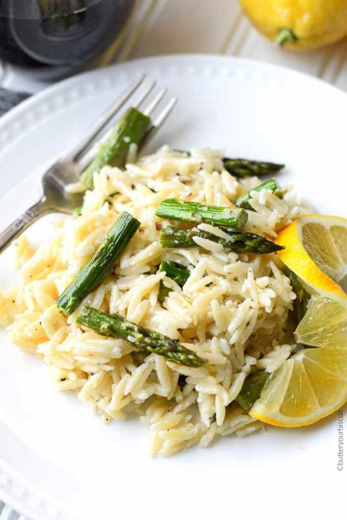 emon garlic parmesan orzo with roasted asparagus with lemon slice