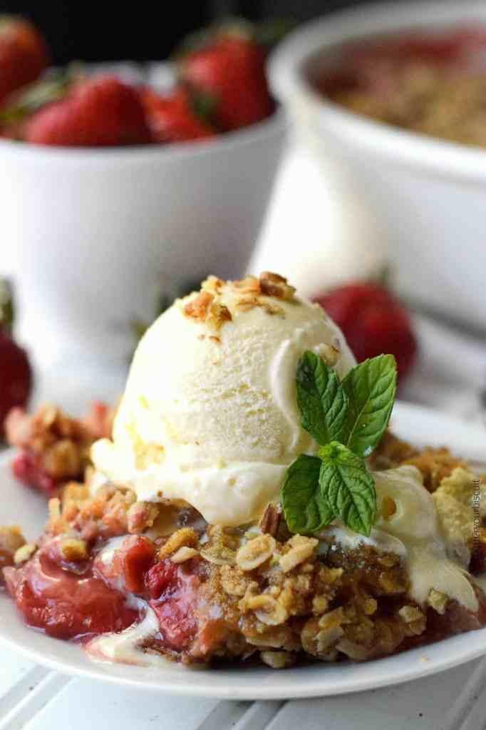 Strawberry Rhubarb Pecan Crisp