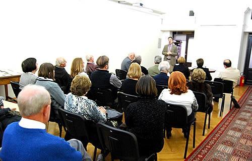 Prof. dr Pavle Andjus predsjednik Udruzenja pozdravlja prisutne