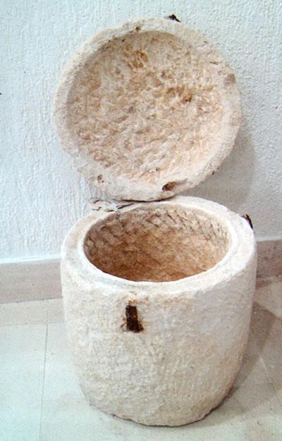 Kamena urna