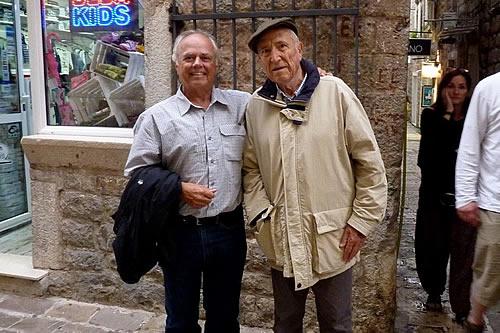 Karl i Miroslav Luketić ispred kuće Filipa Srzentića u staroj Budvi