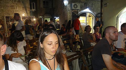 Posjetioci na Trgu pjesnika - 2