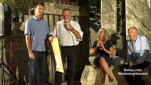 Urucivanje poklona Srdjanu Duleticu