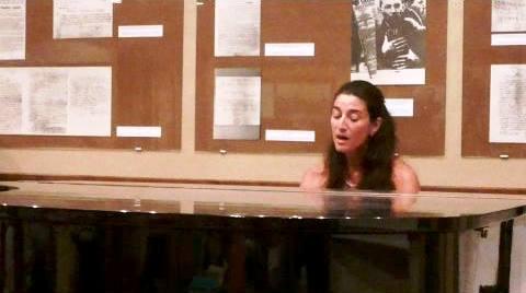 Ana M. Zečević za klavirom