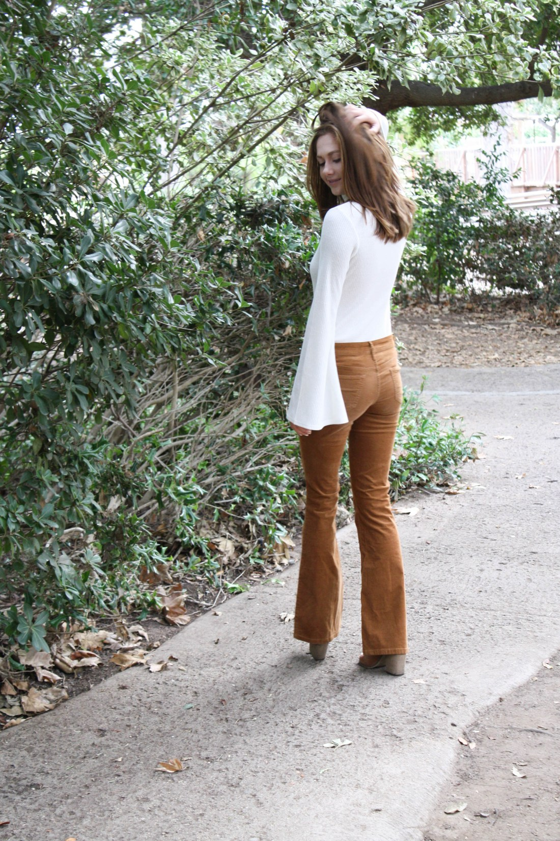 70s inspired flare pants and turtle neck for fall fashion