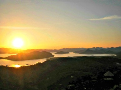 sun setting on top of Mount Tapyas in Coron, Palawan, Philippines