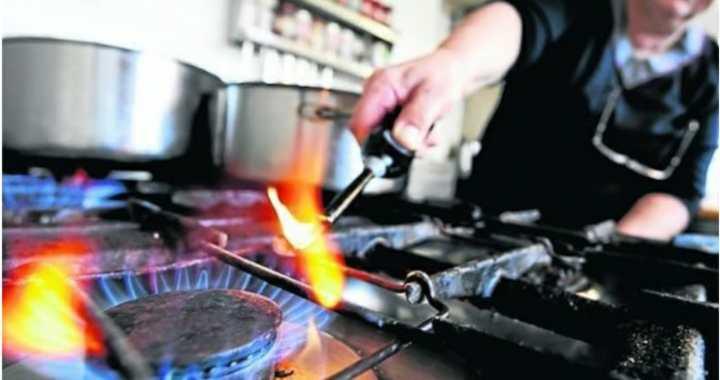 Efecto tarifazos: La gente consume menos gas, agua y electricidad