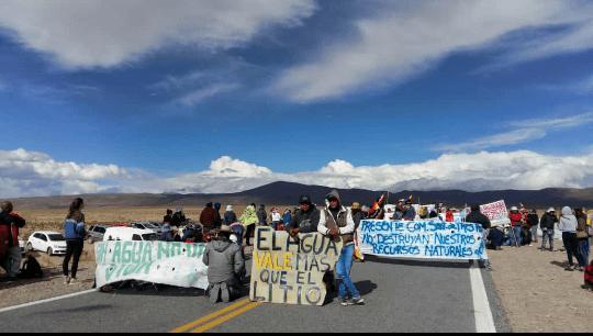 """""""EL AGUA VALE MÁS QUE EL LITIO"""": Comunidades Originarias se movilizan en Salinas Grandes y Laguna Guayatayoc"""