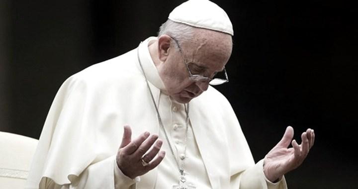 Francisco recordó a los muertos anónimos por coronavirus enterrados en fosas comunes