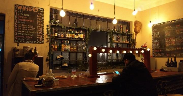 Vivir solo cuesta birra: Bares piden ampliar horarios y cerveceros artesanales retoman actividad