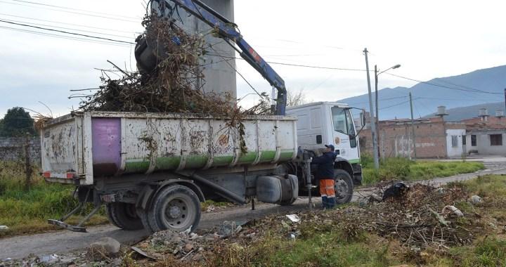 Inició el operativo para levantar escombros, residuos y restos de poda en la Ciudad