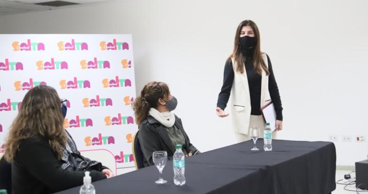 Bettina le tironea a Sáenz las buenas nuevas: gastronómicos abrirán hasta las 00