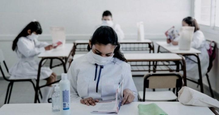 Clases presenciales: vacunación a docentes, paritarias, horarios y protoclos, en foco